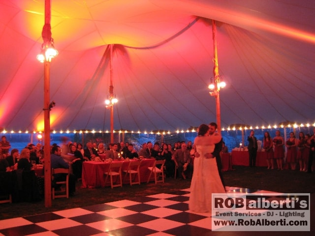 Lindsay Matthew 39s Tented Wedding at The Connecticut River Museum in Essex