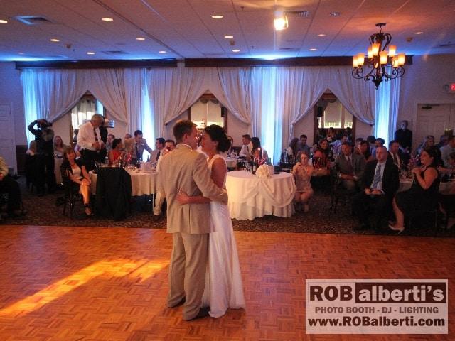 Sarah And Jd S Wedding At The Log Cabin In Holyoke Ma Rob Alberti S