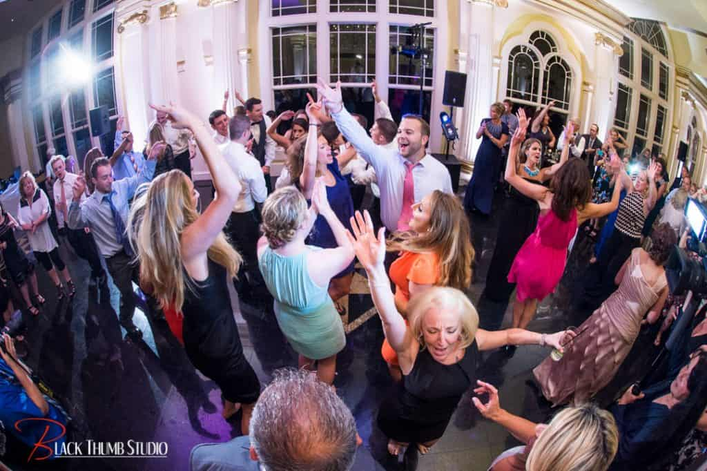 Finding The Right Dj Entertainment For Your Wedding Reception