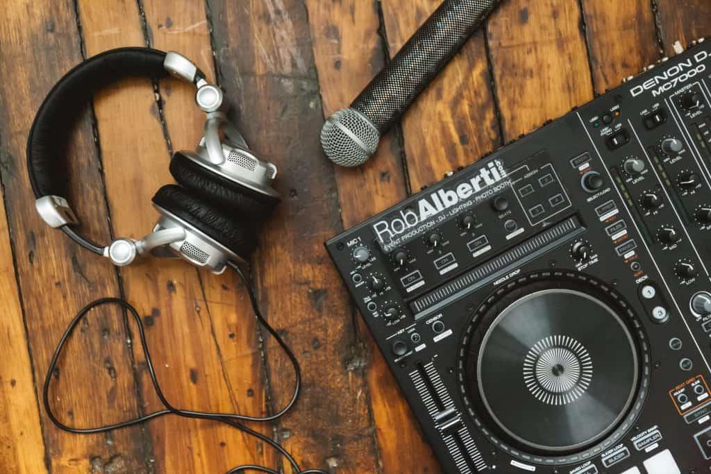 Audio Visual Rentals - Rob Alberti DJ + Wedding Event